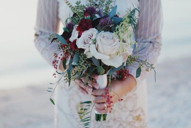 How Do You Present a Bouquet of Flowers?